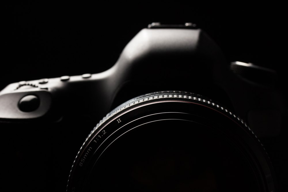 how to take pictures in low light with canon 7d