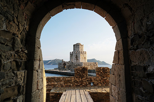 castle through an archway box